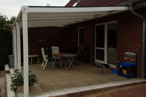 Terrassenüberdachung im Garten