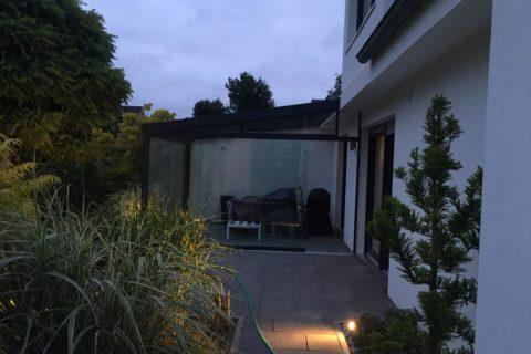Terrassenüberdachung in der Nacht